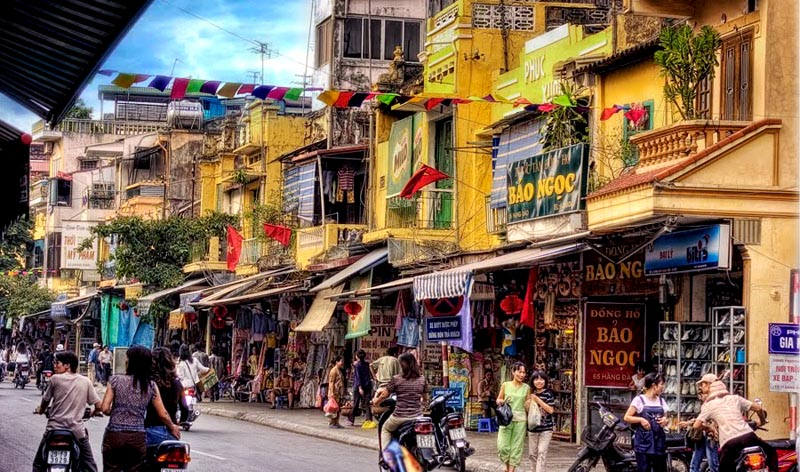 5 best shopping streets of Hanoi Old Quarter
